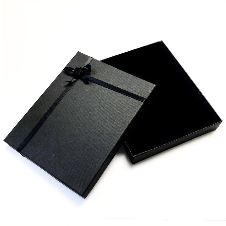 H1112bx Classic Black Satin Bow Necklace Gift Box